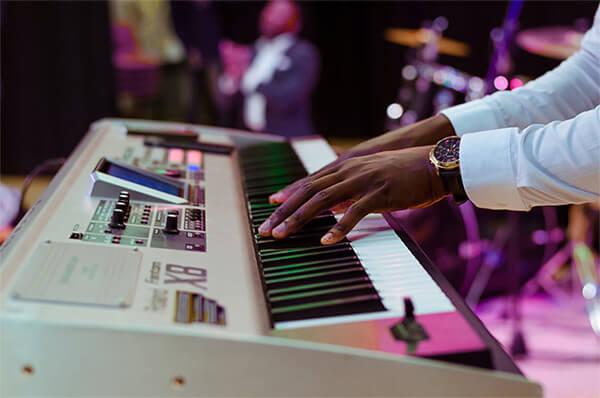 comprar un teclado para tocar en espectáculos